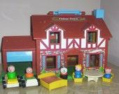 Vintage 1980 Fisher Price PLAY FAMILY HOUSE with 5 Little People and Accessories