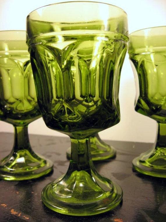 vintage 1970s thumbprint peridot green glasses