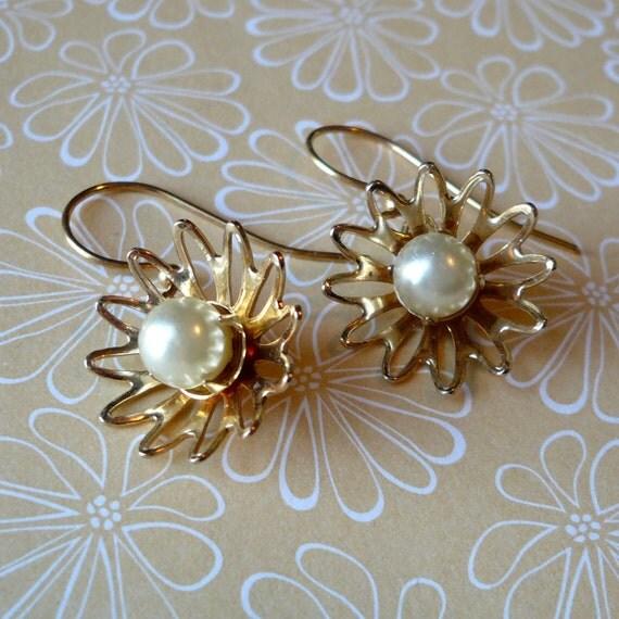 Vintage dangly flower pierced earrings