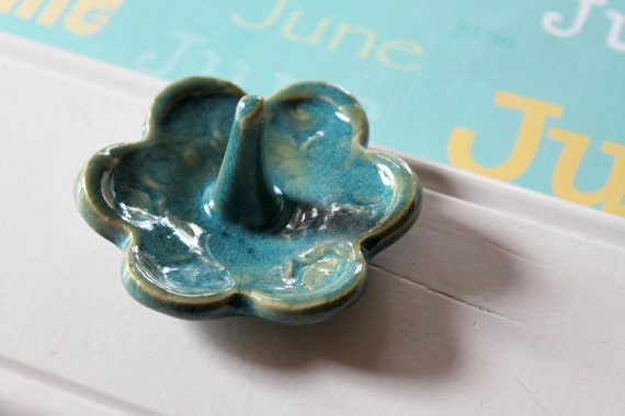 Ceramic Ring Catcher Blossom - Glazed in Turquoise