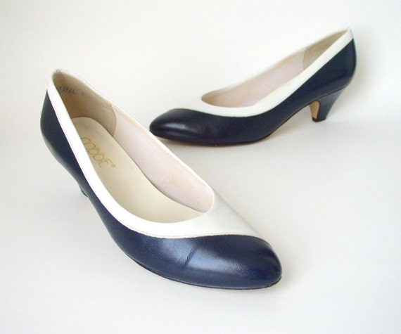 RESERVED- Sz 8 VIntage 1980s Navy and White Two Tone Pumps