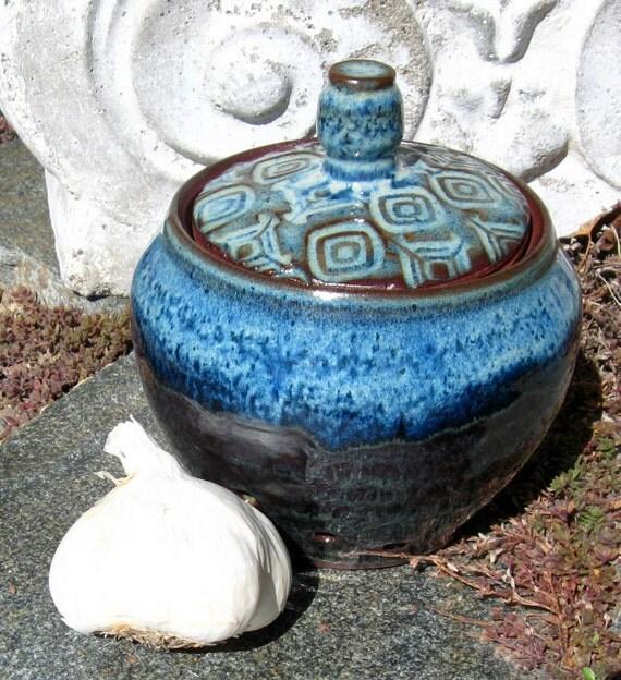 Stoneware Garlic Keeper - Brown/Rutile Blue