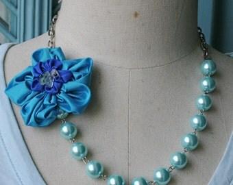 La petite fleur necklace