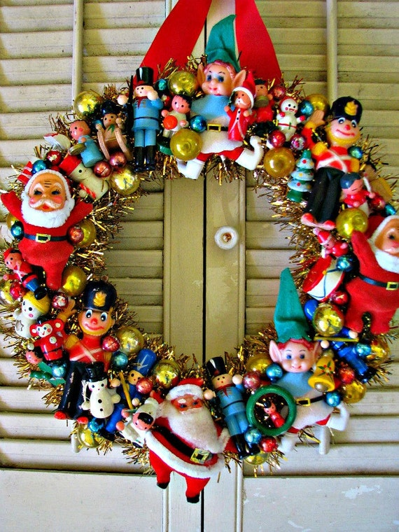 Woolworth 39 s tribute vintage christmas wreath with lots of for Vintage christmas decorations