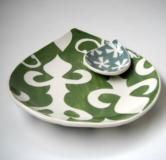 Appetizer plate / Ornate pattern in avocado green