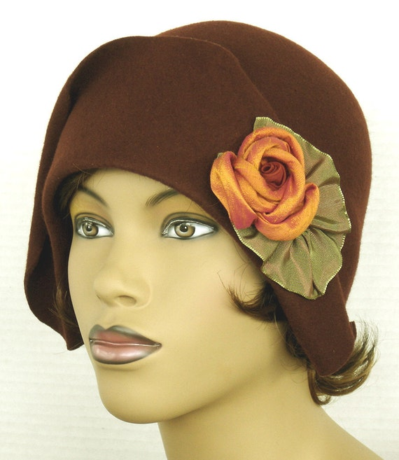 1920 Style Wool Felt Cloche In Cinnamon brown Rust