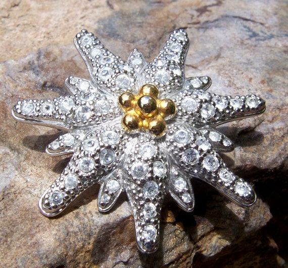 Vintage Stylized Edelweiss Flower Pin