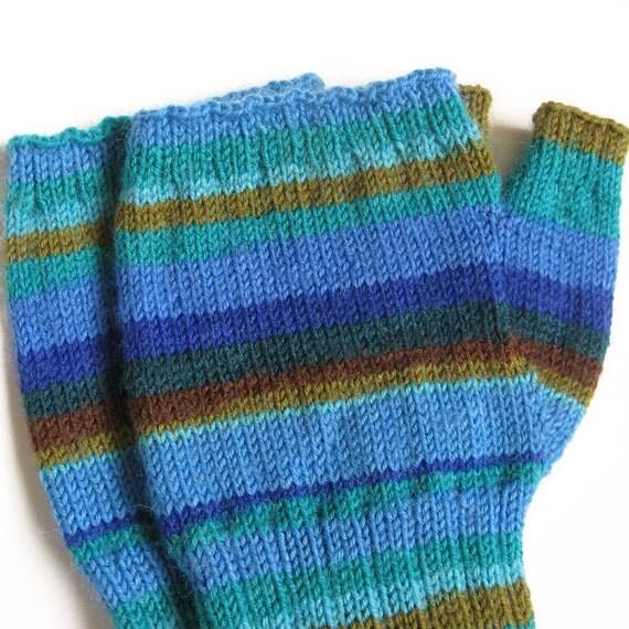 Womens Knit Fingerless Mitten . Ladies Medium to Large . Fingerless Handwarmer . Knit Wool Winter Wrister . Blue Stripe Wrist Warmer