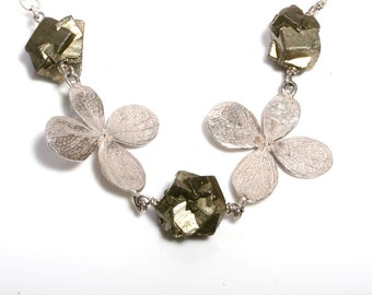 Beautiful 925 Sterling Silver Flower and Pyrite Necklace by Zulasurfing