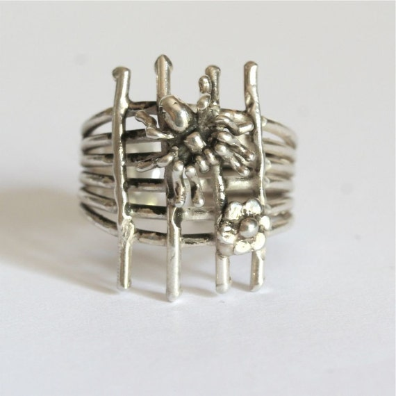 Adjustable Sterling silver Spider and daisy on web ring by zulasurfing