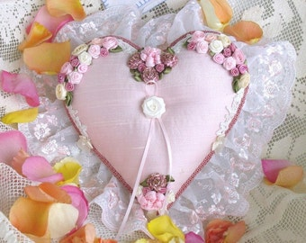Shabby Pink-Heart and Rose Ring Pillow-Est Monte le Coeur