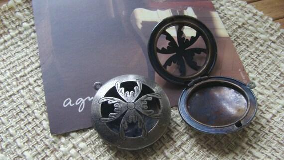 5x FILIGREE ROUND Locket 33mm (antique silver) Code 960-B