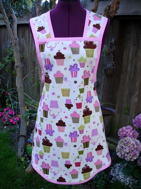 Cupcakes Apron - Vintage/Retro/Flirty Style in  Robert Kaufman's Confections Cupcakes