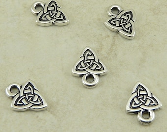 5 TierraCast Celtic Triangle Triquetra Triad Knot Charms > Triangle - Silver Plated LEAD FREE Pewter - I ship Internationally 2103
