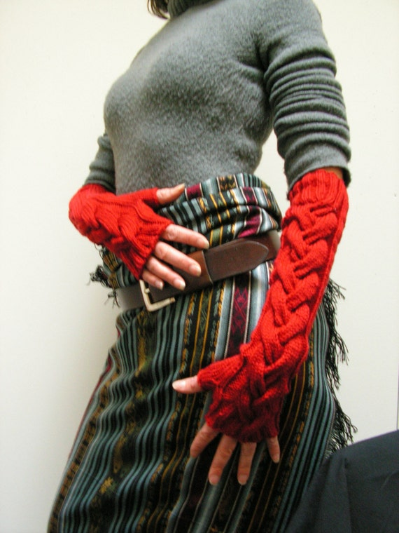 Drama Queen Cabled Fingerless Mitts