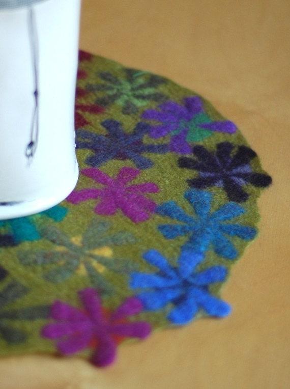 chartreuse pinwheel table mat