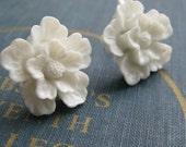 White Sakura flower cabochon vintage inspired earrings - flower studs - white floral earrings - tropical flower - vintage flower earrings