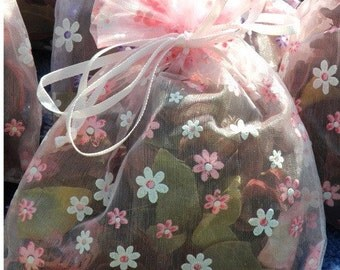 Scented Rose Petal Fragrant Sachet in Daisy Decorated Organza Bag