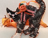 Fraidy Cat Frayed Antique Quilt Black Halloween Kitty Quilty Critter number 2