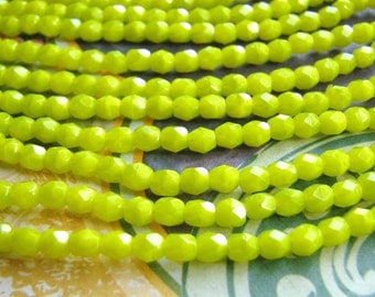 Czech Yellow Green Beads in 4mm Faceted Rounds(str) b1713