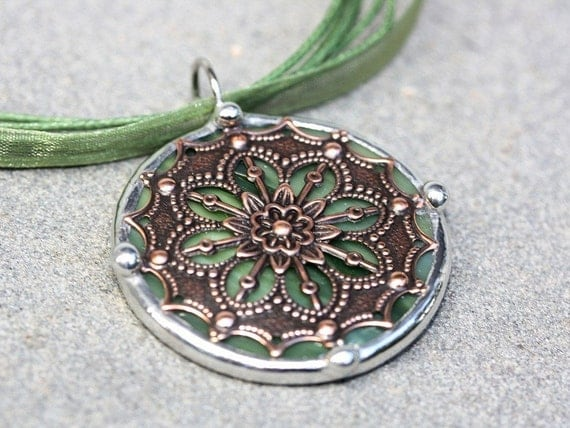 Round Stained Glass and Filigree Pendant (SGV-P5)