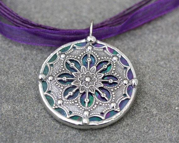 Round Stained Glass and Filigree Pendant (SGV-P9)
