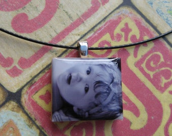 Photo Jewelry Custom Photo Pendant Necklace Close to My Heart Series Vintage Scrabble Bezel