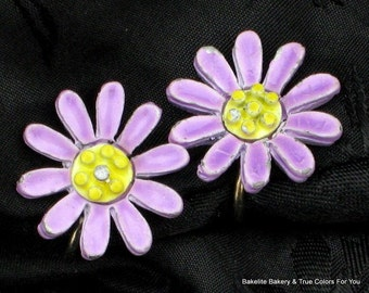 SaLe Purple Flower Vintage Earrings Valentines Day Cold Enamel Mid Century Petite Violet Lavender Mad Men Dimensional Yellow Clips Estate