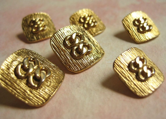 Vintage Gold Metal Buttons with Chain Link Decoration