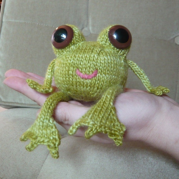 Knitted Frog Pattern : Happy Frog knitting pattern
