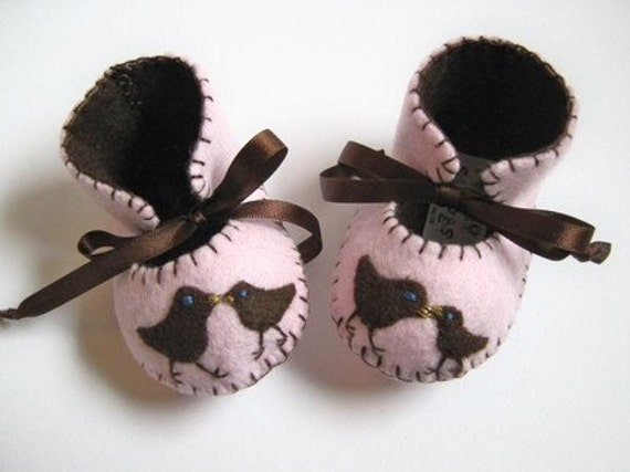 BEAUTIFUL LIGHT PINK AND CHOCOLATE BABY GIRL BOOTIES WITH CUTE CHICKS MOTIFS