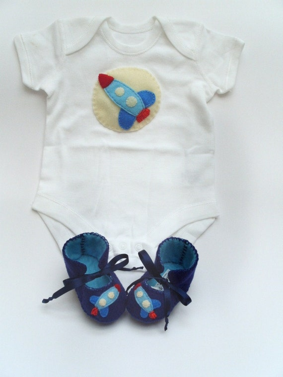 Rocket Baby GIft Set for Baby Boys. Baby Onesie Bodysuit and Baby Booties. Great for Baby Gift and Baby Showers