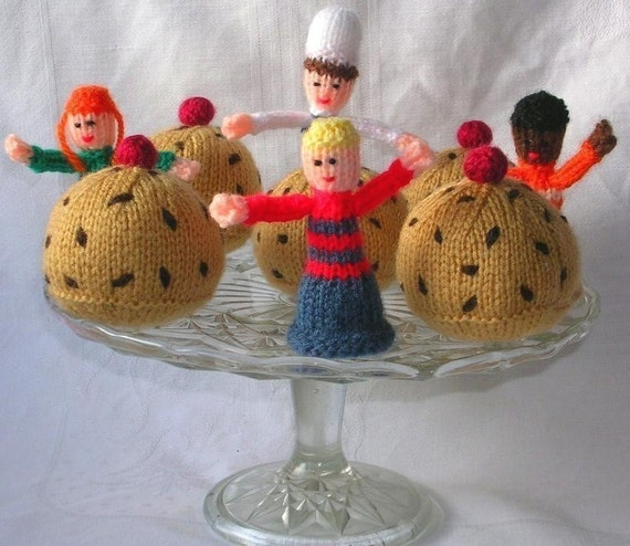 Currant Bun & Free Finger Puppet Knitting by cakescakescakes