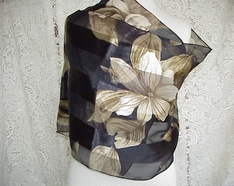 Free Shipping..Beautiful & Elegant Classic Black And Beige Scarf