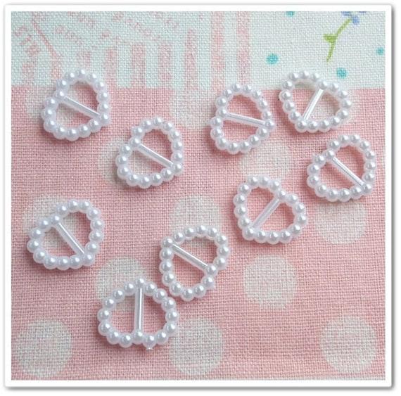 10 pcs Mini Buckle Heart Shape White Color Doll Dress Supplies