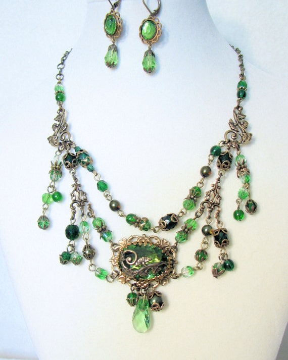 Emerald Green Grande Empress Necklace with Earrings