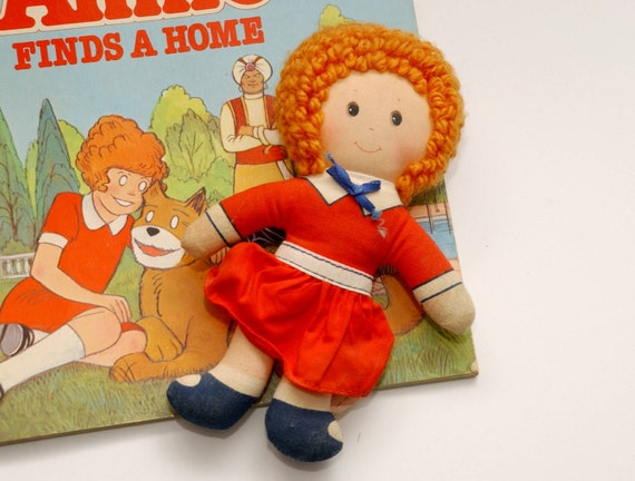 1982 vintage ANNIE Doll and book