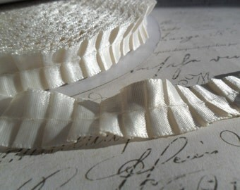 5/8 Ivory Pleated Satin Ribbon Trim
