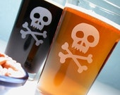 2 Pirate Skull and Bones - Jolly Roger - Etched Pint Glasses