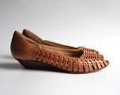 shoes 6 woven wedge. peep toe. braided. stacked wood. 80s John Weitz made in Brazil.