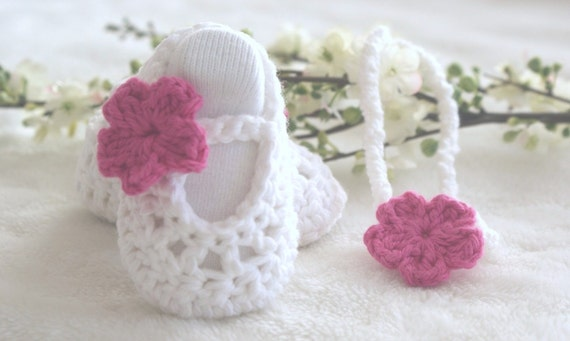 Baby gift set - baby shoes and stretch headband - White and hot pink