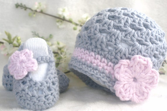 Baby Gift Set, Crochet Baby Hat and shoes, Grey and Pink Baby Hat, Gray and Pink Baby Shoes