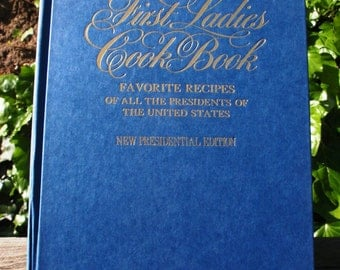 Sale The First Ladies Cook Book Fav Recipes of All the Presidents of US 1982 Presidential Edition Christmas Blue epsteam