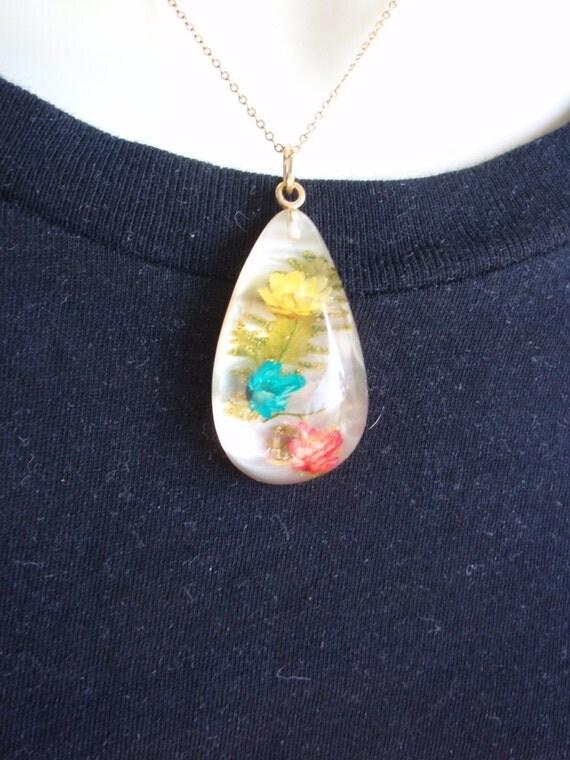 Sale Vintage 1970s Early Plastic Lucite Teardrop Flower Pendant Necklace OOAK Gift epsteam