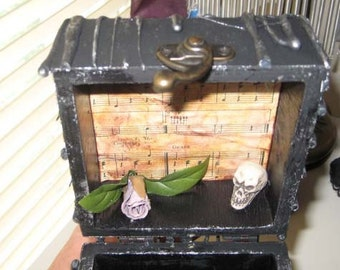 AlTerEd aRt LiTTlE BlAcK BoX MysTeRy GoTH SkUll OOAK insured beyond the grave