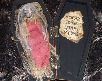 AlteRed aRt The FinaL reSting PlacE for DeArLy DeParTeD WyNoNa CoFFiN OOAK HAB