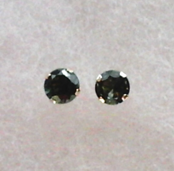 5mm Green Mozambique Tourmaline in 10k Gold Stud Earrings