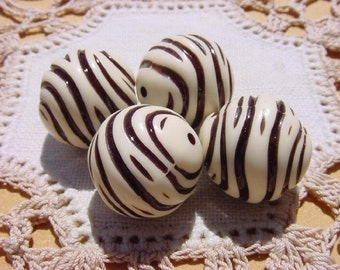 Ivory Safari Cocoa Nut Swirls Vintage Lucite Beads
