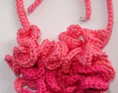 Pink curly necklace