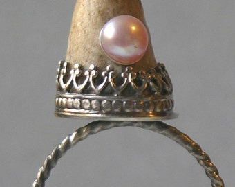 Artemis Antler Ring With Peach Pearl